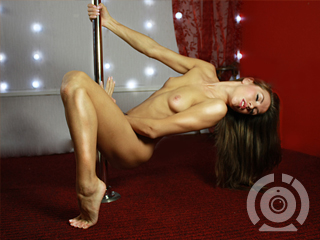 Nude dance with horny Nakedancer in live sex chat room