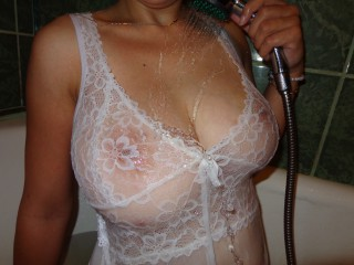 SquirtSandraXX big boobs & squirt shows on cams now