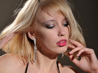 MissElli hot blonde for cam to cam session