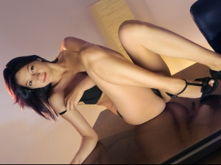 AmelieSpice young hot brunette live chat