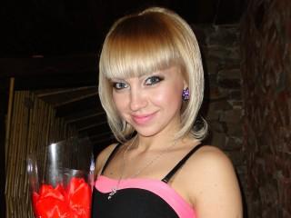 WildCATblond hot blonde webcam sex chat