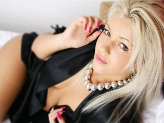 PlayDivaDelux hot blonde live xxx chat