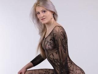 JuliaLovexx nice blonde webcam sex chat